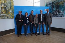 Mehrere Personen vor der CDU-Fotowand