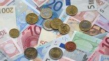 Geldscheine und Münzen