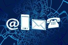 Ein @-Zeichen, eine eMail, ein Handy und ein Brief