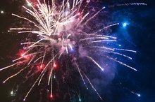 Ein Feuerwerk am Himmel.