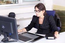 Beamtin am Arbeitsplatz