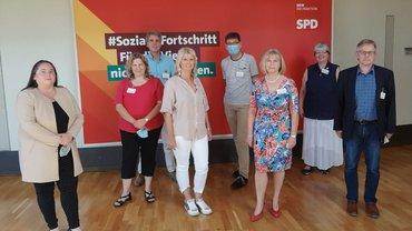 Sonja Bongers und Vertreter:innen von ver.di